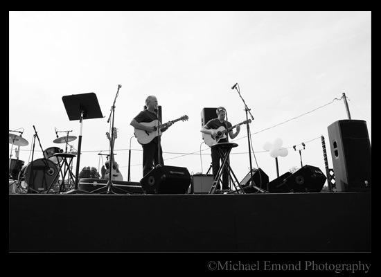 Andrew-John-Outdoor-Concert-in-Black-White